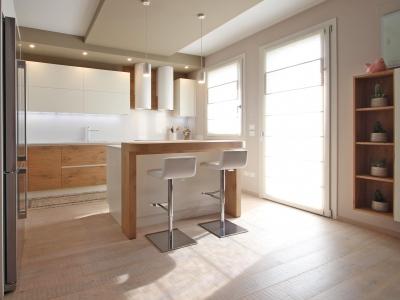 Данная кухня показывает широкие возможности нашего производства изготовление дизайнерской мебели под заказ