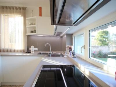 Фасады кухни  мдф основа, позволяет нашему производству делать скрытые системы открывания ящиков кухни