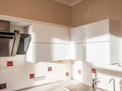 особая конструкция ящиков позволяет использовать подъемники в смежных шкафах