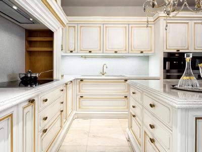 Объемные фасады кухни мдф толщиной 24мм. с золочение декоров, по роскоши, ни в коем случае, не уступают классическим фасадам из массива, и имеют более жесткие нормы эксплуатации.