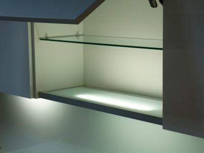 световые полки для верхних ящиков кухни