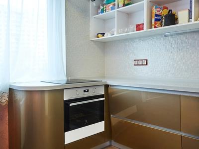 П-образная конфигурация кухни  с выходом  на подоконник
