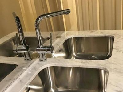 Встроенные кухонные мойки