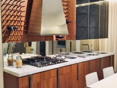 Кухня loft с элементами классического шпона
