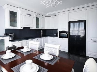 Высококачественные фасады МДФ жемчужно-белого цвета отделки придают кухне неописуемую роскошь