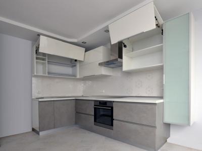 Профессиональная  фурнитура blum выдерживает с лихвой нагрузки больших фасадов.