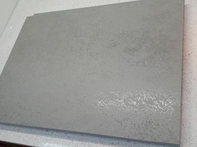 Керамика Oxide grigio имеет спецэффект прозрачной лазури, создающий перелив фактуры камня.