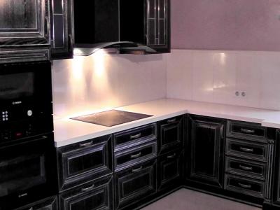 вытяжка с мощной подсветкой для классической кухни