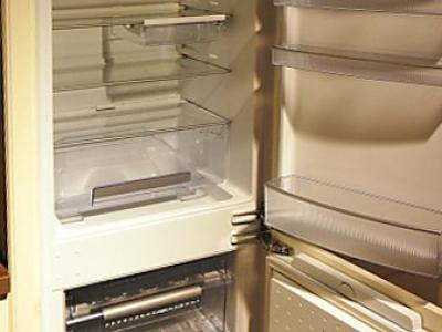 Встроенный холодильник классическое исполнение мебели в скандинавском стиле