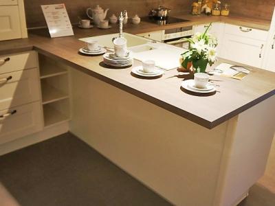 Большая кухня в загородный дом за средний бюджет клиента, стильно лаконично.