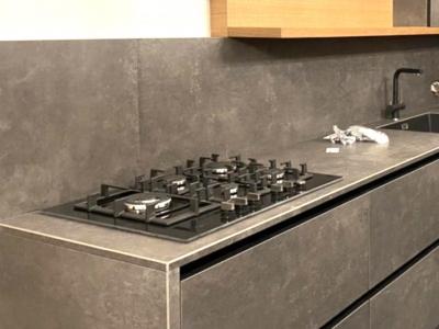 Современная кухня керамика-дуб