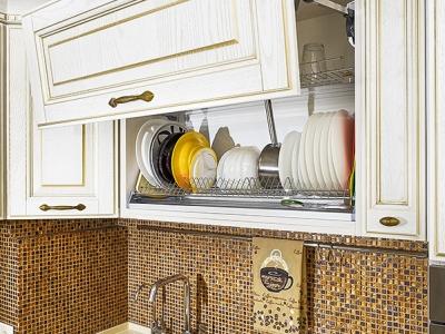 Форма и размеры фасадов подобраны таким образом, чтобы обобщать дизайн верха и низа кухни.