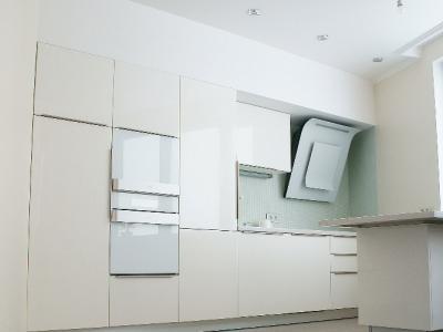 Над кухней подготовлен специально спроектированный уровень потолка