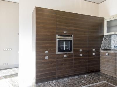 секция полноформатных шкафов кухни для выдвижных механизмов и техники
