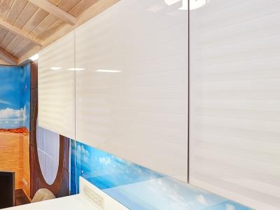 тонкий алюминиевый профиль защищает фасады из хрупкого стекла