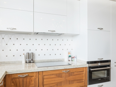 боковые стенки кухни выполнены из мдф для сочетания с фасадами