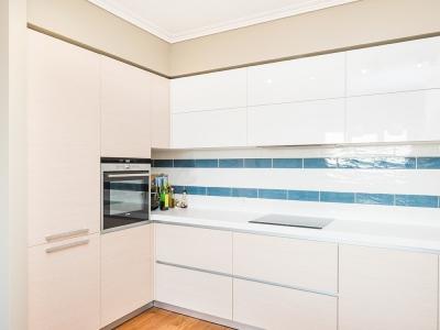 кухня выполнена в помещении, которое изначально подготовлено под эту модель