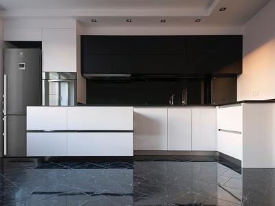 Кухня оснащена современными выдвижными системами