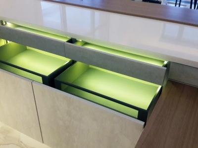 LEGRABOX - новый дизайн выдвижных ящиков, благодаря впечатляюще тонким боковинам 12,8 мм ящики гармонично вписываются в любую современную мебель