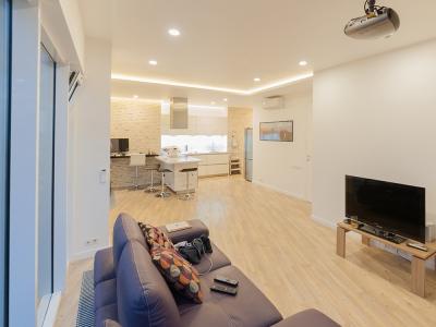 Кухня установлена в помещении-студии