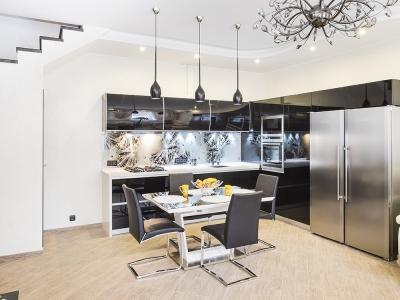 традиционная схема угловой компоновки кухни всегда отлично смотрится в больших помещениях