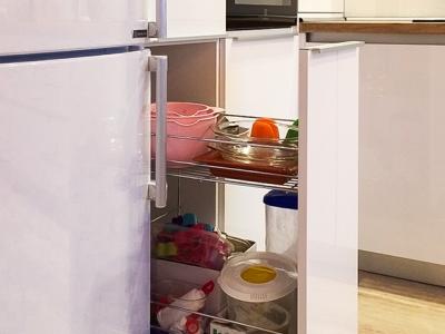 Выкатная корзина карго также весьма удобное решение для замены небольших вертикальных шкафов.