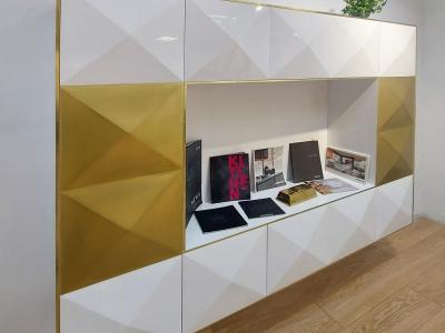 Подвесная стенка может быть разных размеров с добавлением открытых полок