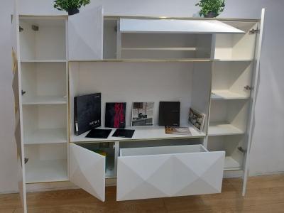 Фурнитура Blum придает стенке неоспоримые преимущества по сравнению с серийной мебелью