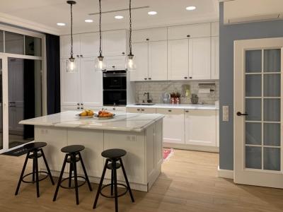 МДФ фасады кухни покрыты шелковистым белым лаком
