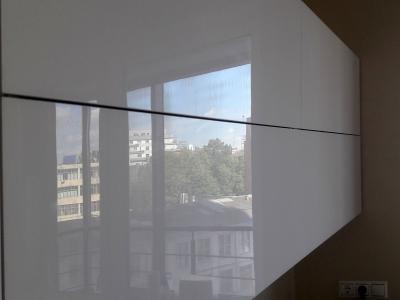 Именно стеклянная поверхность фасадов  имеет 100% идеальный геометрический глянец