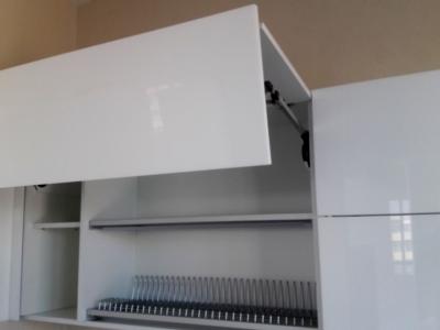 Складные механизмы для верхних ящиков кухни, всегда функциональны и удобны