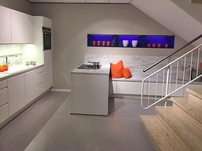 Современная кухня в подсобное помещение для обслуживающего персонала
