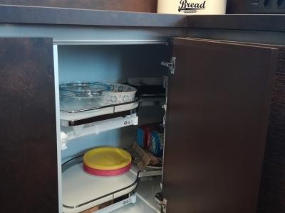 Практичность волшебного уголка на кухне по достоинству оценит каждая хозяйка