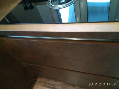 Система открывания фасадов без видимых ручек через врезной алюминиевый профиль Volpato