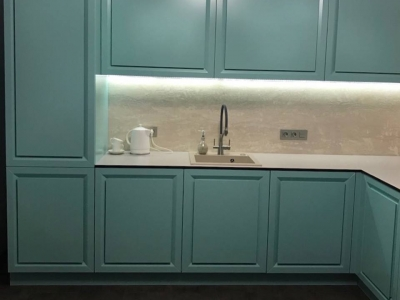 Угловая кухня по индивидуальному проекту с фасадами повторяющими фасады модели Diamante от итальянского производителя Biefbi