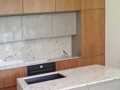 Кухня полностью изготавливалась под индивидуальные размеры помещения