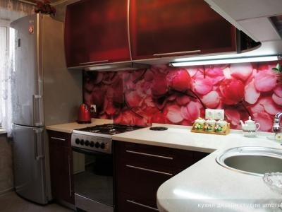 мелкие аксессуары подобраны в цвет кухни