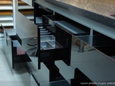 выдвижные ящики с фасадами из стекла