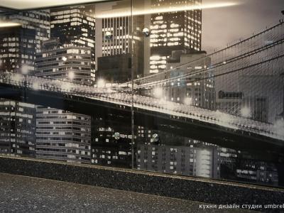 центральная часть снимка- под яркой подсветкой выглядит как старая пленочная фотография