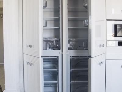 два холодильника много не бывает