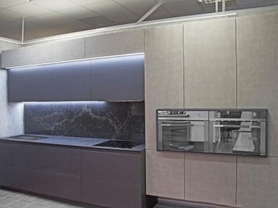 Образец кухни кардинально показывает преимущество нашего  производства перед, импортными производителями, которые  изготавливают кухонные гарнитуры стандартных размеров