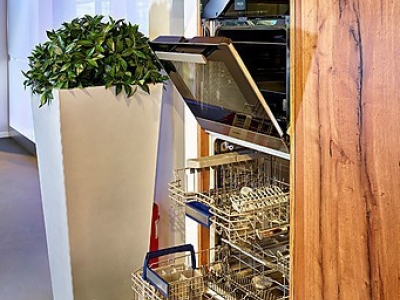 Пенальные ящики кухни встраивают всю необходимую встроенную технику
