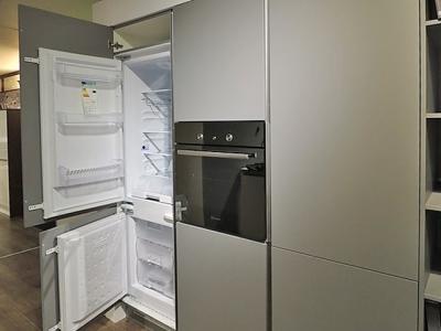 Встроенный холодильник необходимое решение для квартиры студии