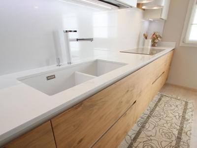 Мойка кухни на 2 чаши встроенная в столешницу кухни