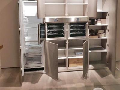 Ультра-современная модель кухни. Керамика, шпон, стекло.