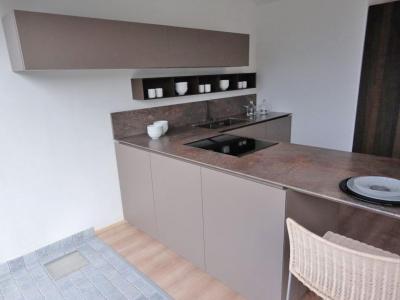 Ультра-современная модель кухни. Керамика и шпон высокой брашировки.