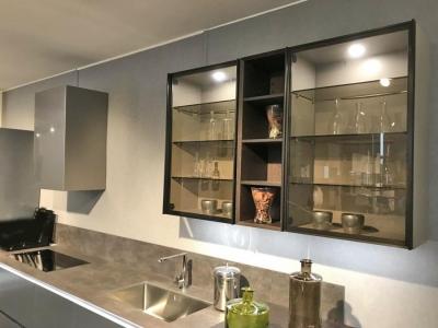 Современная кухня. Фасады спецэффект матовый металл.