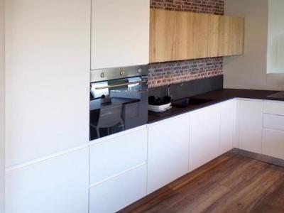 Современная кухня loft для среднего бюджета.
